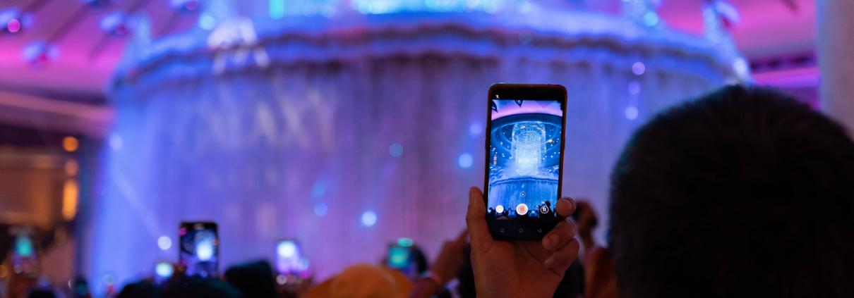 customer-engagement-man-cell-phone