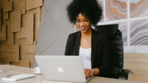 Woman-on-apple-laptop